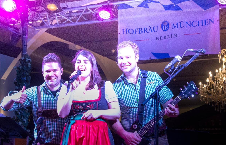 oktoberfestband mit Sängerin in der Schweiz