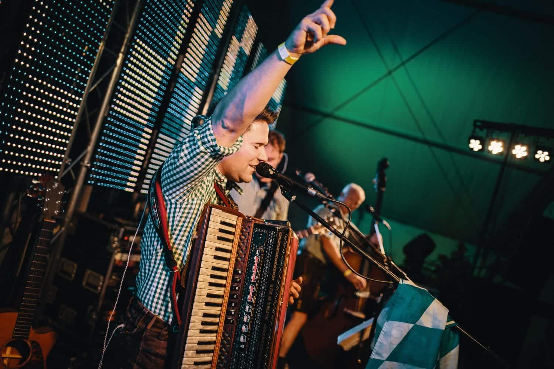 Stimmung mit bayrischen Musikern