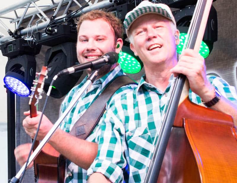Bayrische Musiker mit Kontrabass