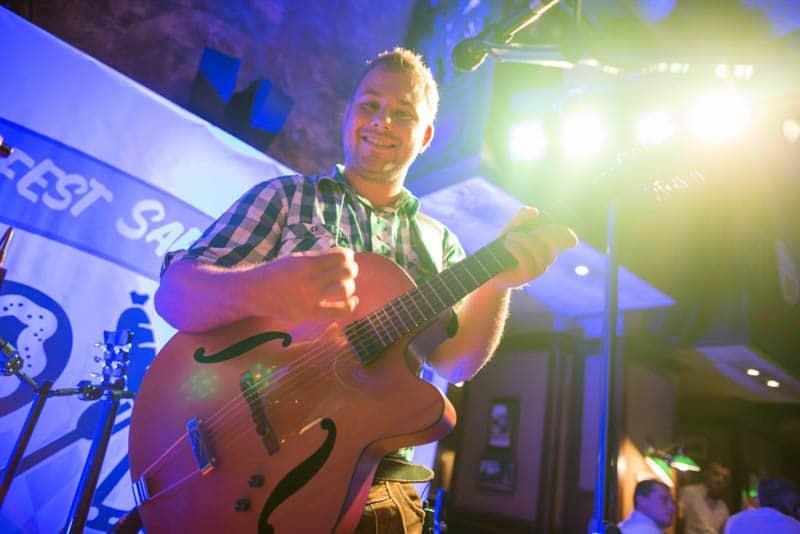 Gitarrist der Stimmungsband