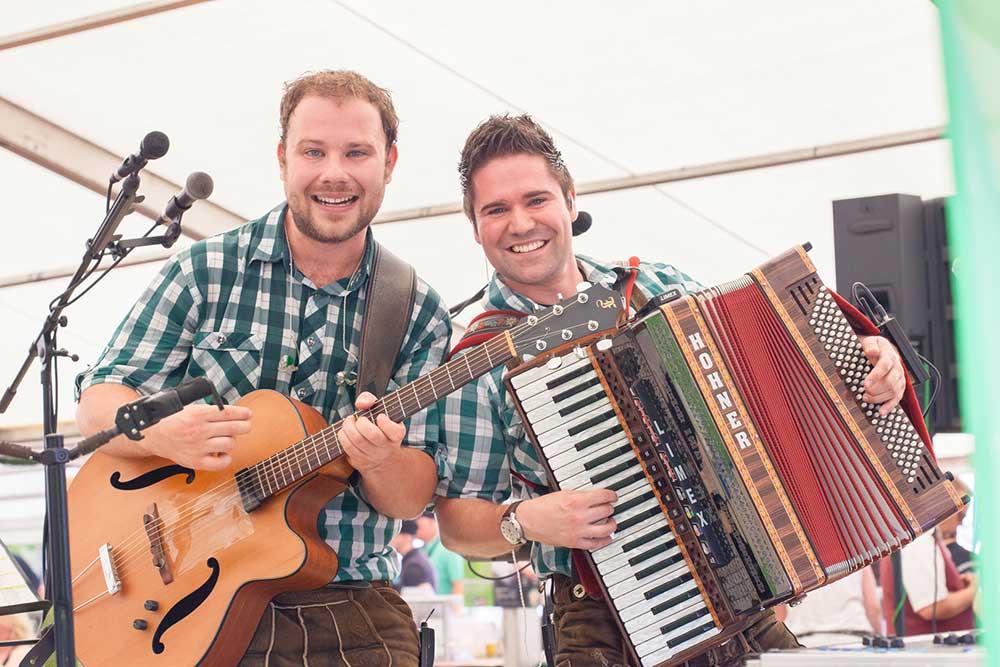 Bayerische Blasmusik mit Akkordeon